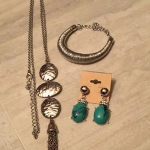 Silver Colored & Turquoise Jewelry Set